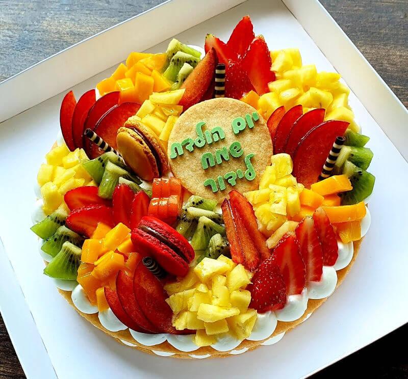 עוגת פירות מעוצבת לגבר