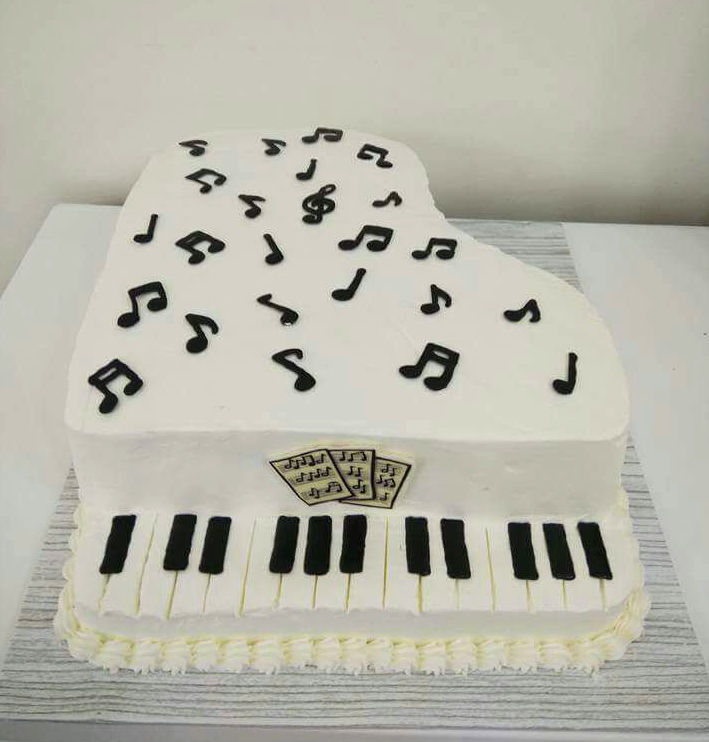 עוגת פסנתר מעוצבת