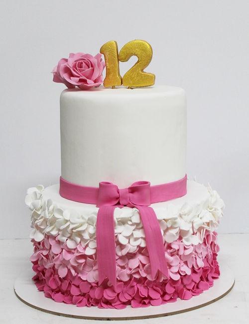 עוגת פרחים לבת מצווה קומות מבצק סוכר