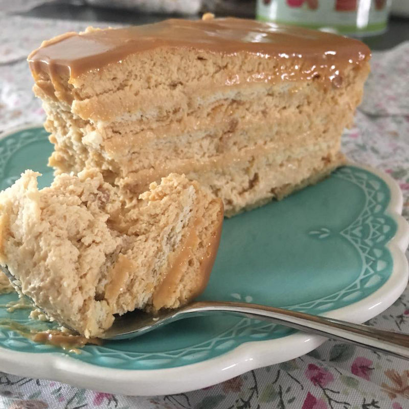 עוגת ביסקוויטים וריבת חלב