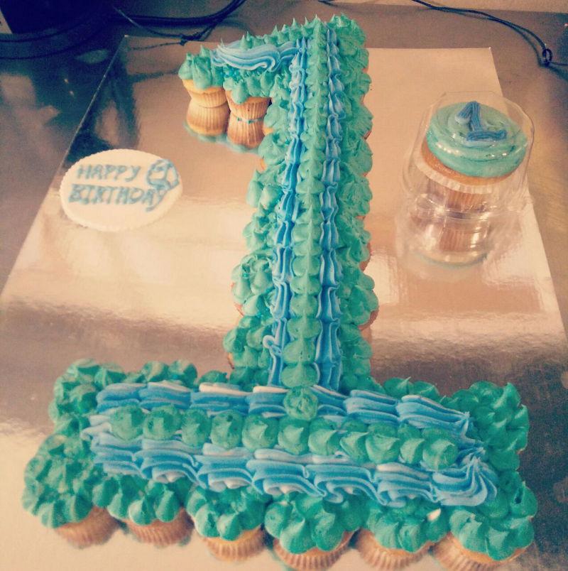 עוגת קאפקייקס ליום הולדת לבן שנה