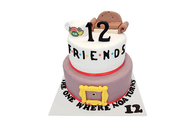 עוגת קומות חברים מבצק סוכר FRIENDS
