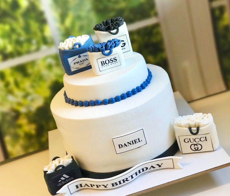 עוגת קומות מבצק סוכר לבן