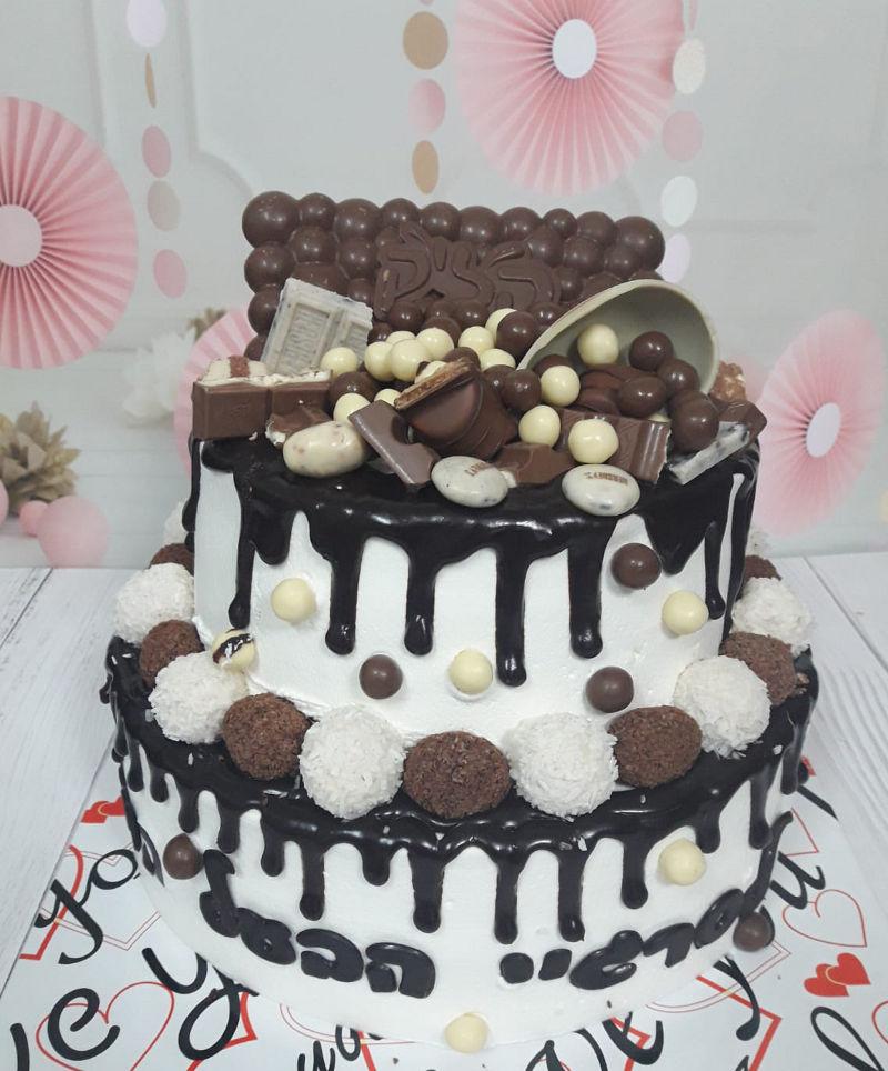 עוגת קומות מעוצבת ממתקים לגבר