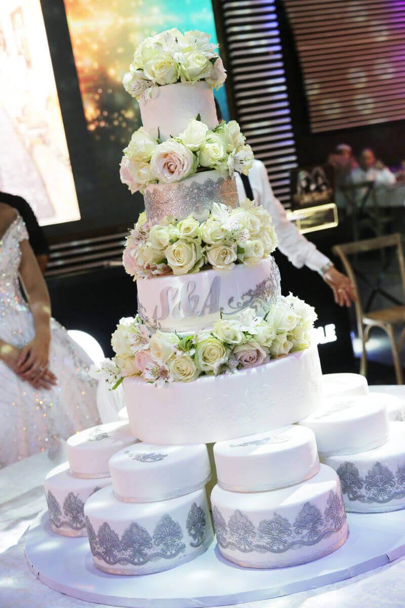 עוגת קומות מפוארת וכשרה לחתונה