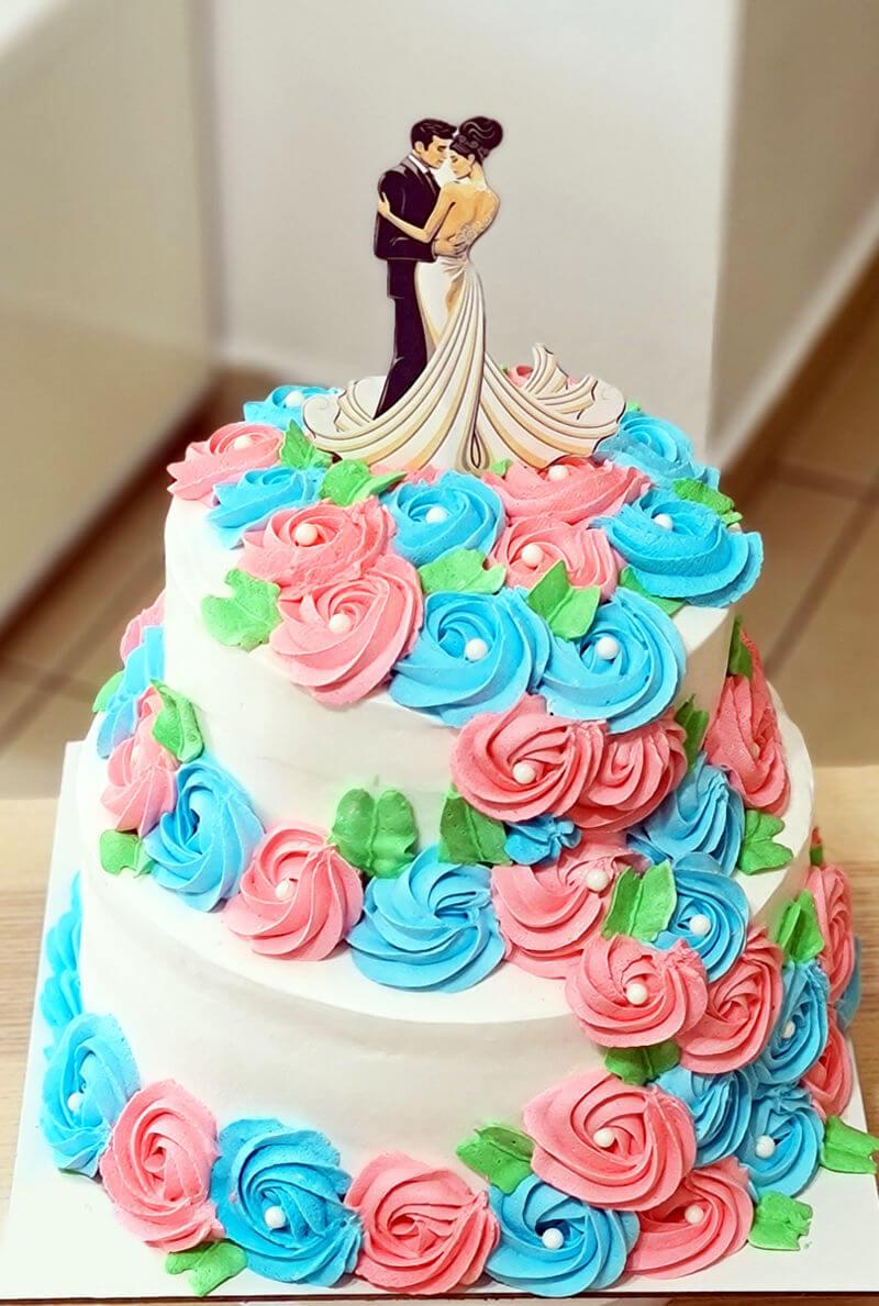 עוגת קומות לחתונה עם פרחים
