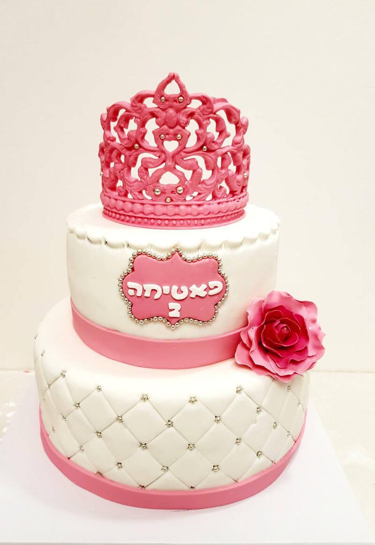 עוגת קומות מבצק סוכר ליום הולדת של בנות