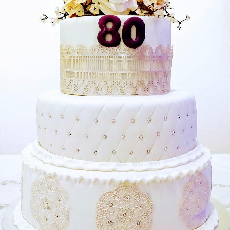 עוגת קומות מעוצבת לגיל 80