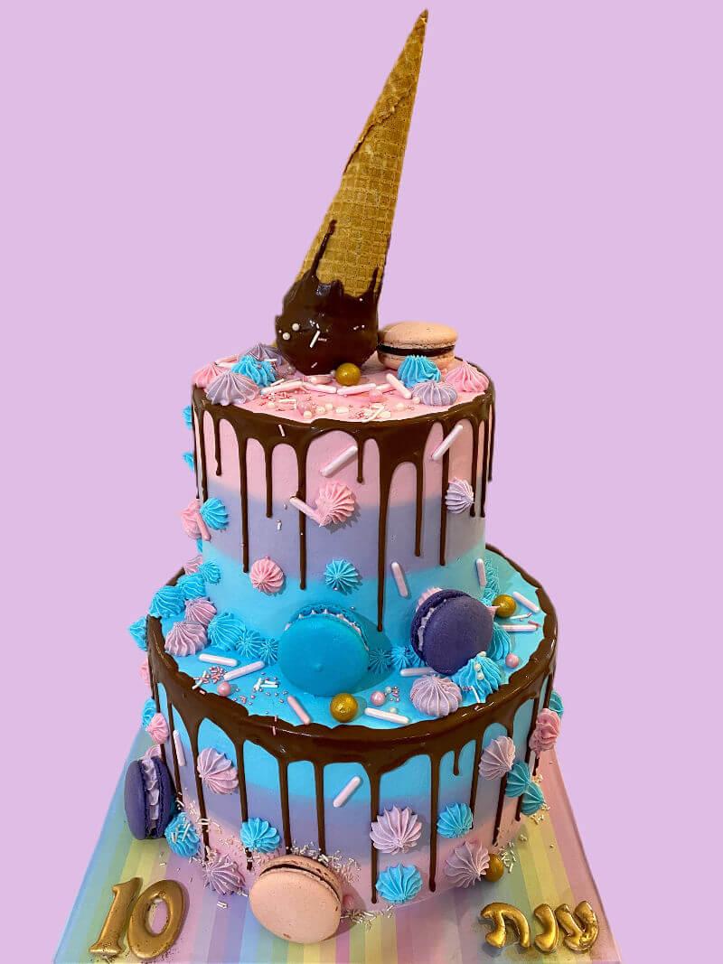 עוגת קומות מעוצבת עם גלידה ומקרונים
