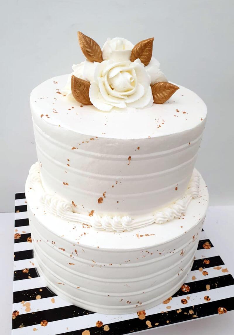 עוגת קומות קצפת