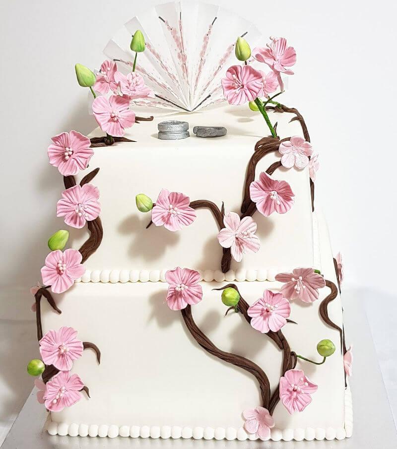 עוגת קומות לחתונה בעיצוב יפני