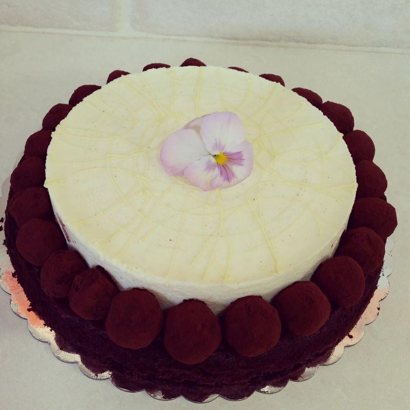 עוגת קונדיטוריה עם טראפלס