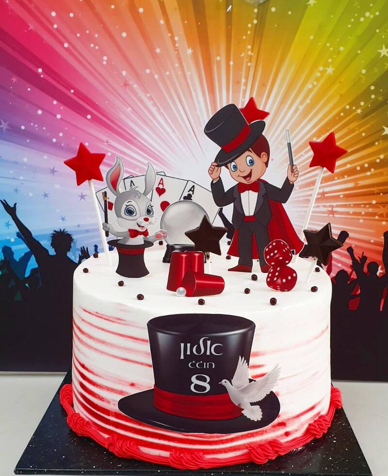 עוגת קוסם מעוצבת ליום הולדת