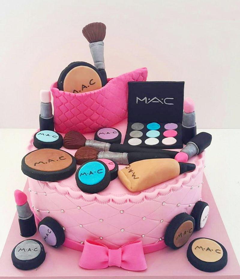 עוגת יום הולדת קוסמטיקה מבצק סוכר