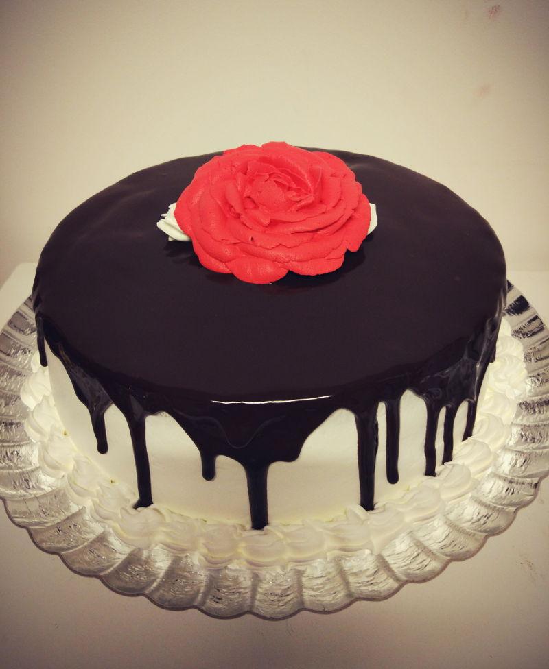 עוגת יום הולדת אלגנטית מבוגרים