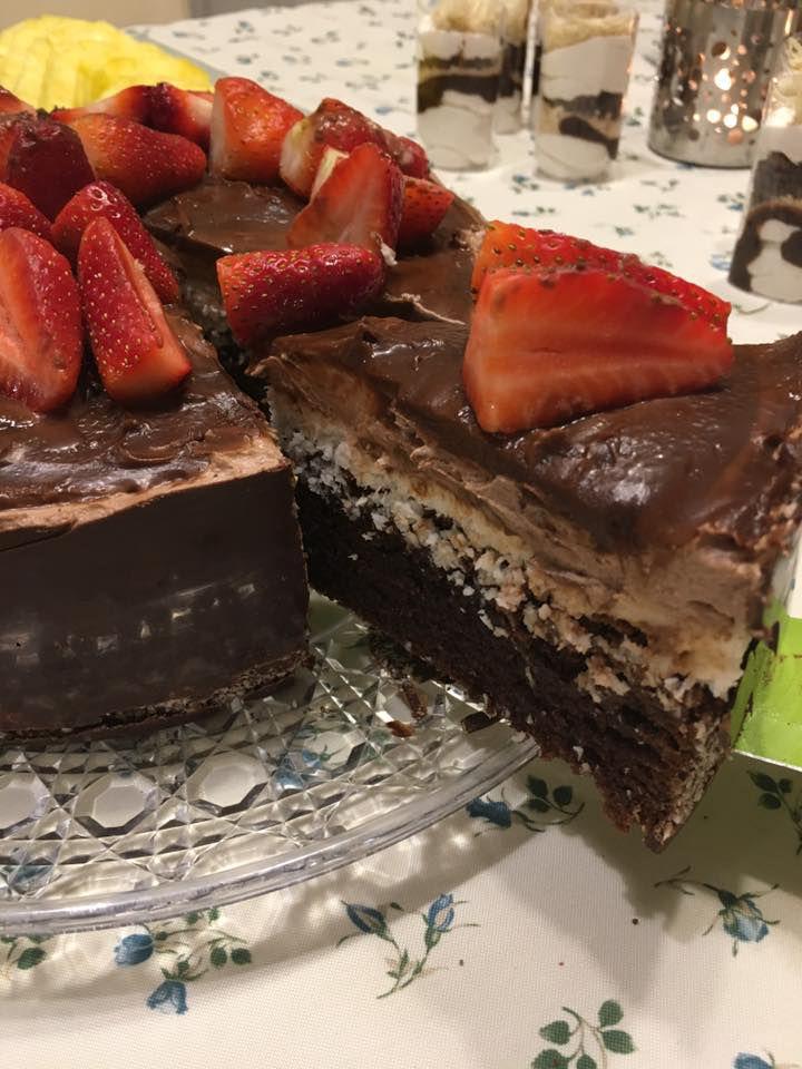 עוגת שוקולד ותותים לפסח