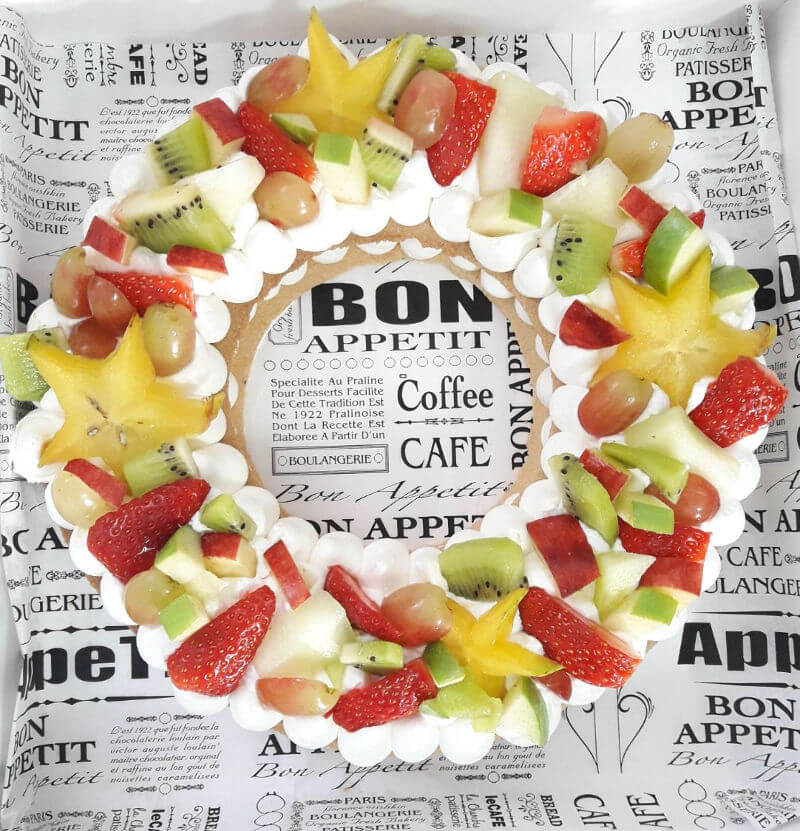 עוגת שכבות בצק פריך קרם ופירות