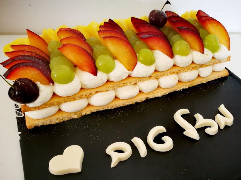 עוגת שכבות בצק פריך עם קרם ופירות