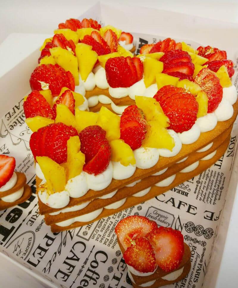 עוגת שכבות לב פריך עם פירות טריים