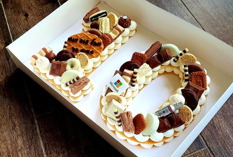 עוגה לחגיגות עשר שנים במיקרוסופט