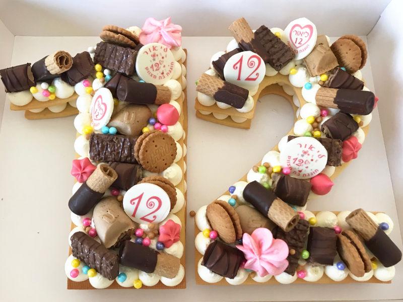 עוגת 12 עם שוקולדים