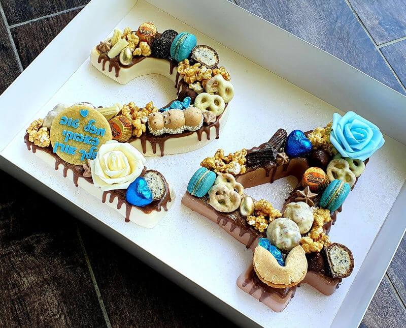 עוגת מוסים בטעמים שונים בצורת 24