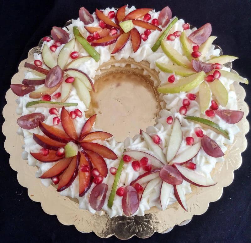 פאי בצק שקדים עם קרם וניל ופירות טריים