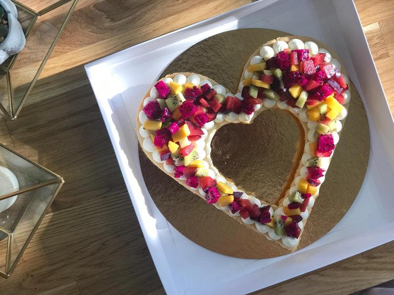 עוגת שכבות פאי פירות בצורת לב