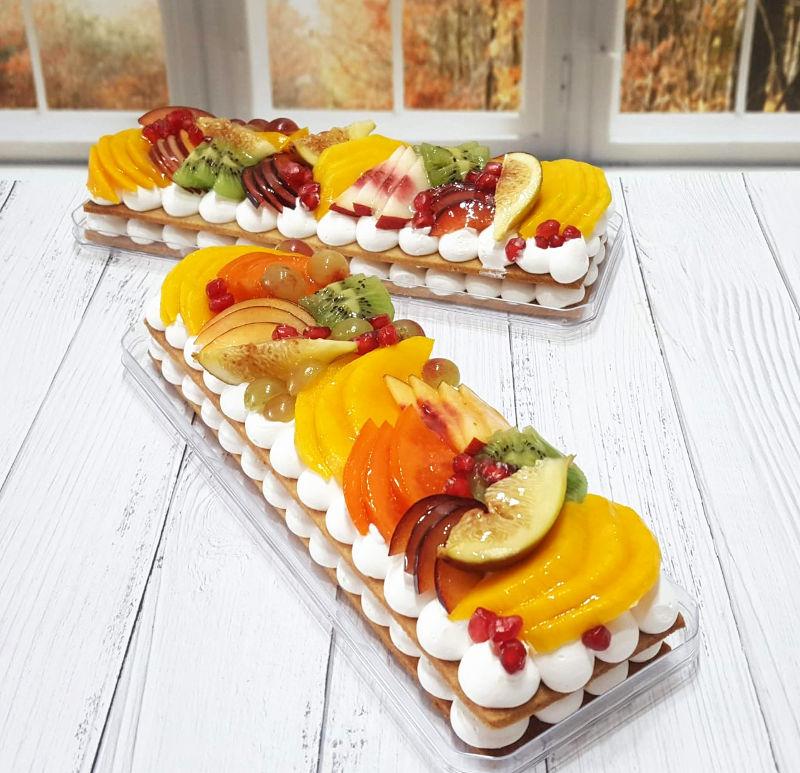 עוגת פס מבצק פריך קרם ופירות טריים