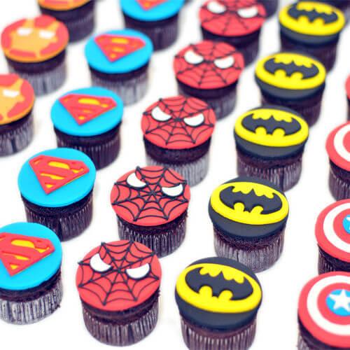 קאפקייקס גיבורי על מבצק סוכר
