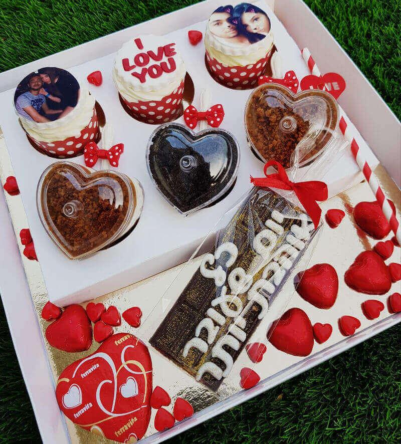 קאפקייקס ופינוקים מארז ליום האהבה