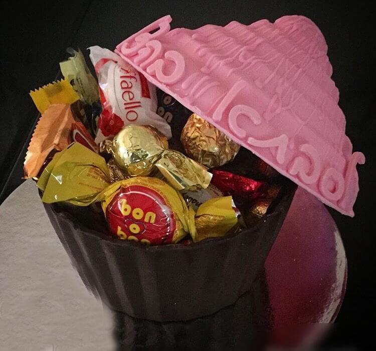 קאפקייק ענק משוקולד וממתקים