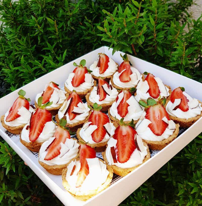 קינוחים אישיים תותים
